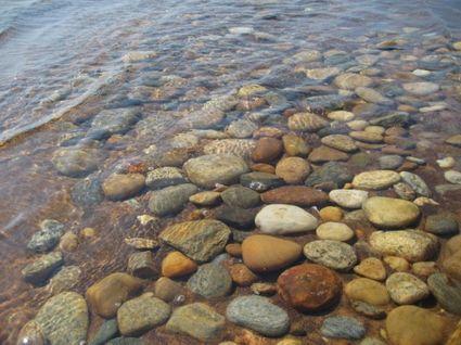 Stones_in_water