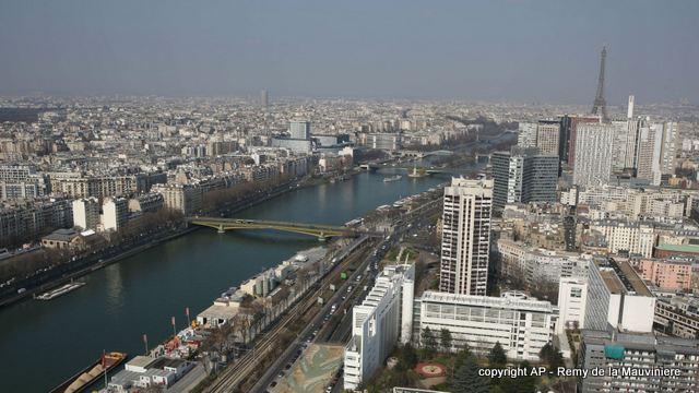 france-rooftops AP-Remy de la Mauviniere